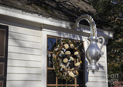 Chownings Tavern Wreath Poster
