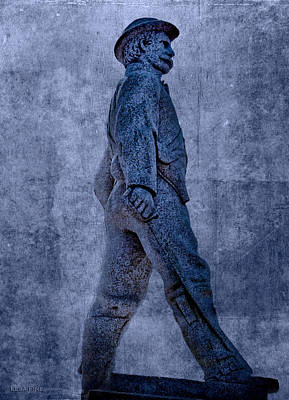Confederate Soldier Statue Iv Alabama State Capitol Poster by Lesa Fine