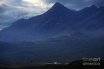 Cottage Below Sgurr Nan Gillean - Isle Of Skye Poster
