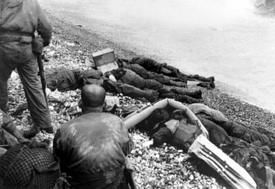 Dead U.s. Soldiers Omaha Beach Poster by Everett
