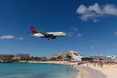 Delta 737 St. Maarten Landing Poster by David Gleeson