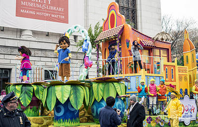 Dora And Friends Aventuras Fantasticas Float By Nickelodeon At Macy's Thanksgiving Day Parade Poster