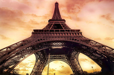 Eiffel Tower In Paris With Sunset Pink And Orange Poster