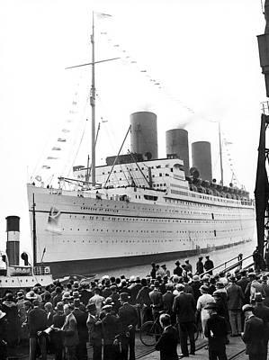 Empress Of Britain At Dockside Poster