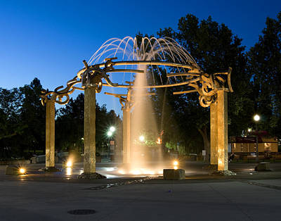 Fountain In Riverfront Park Poster