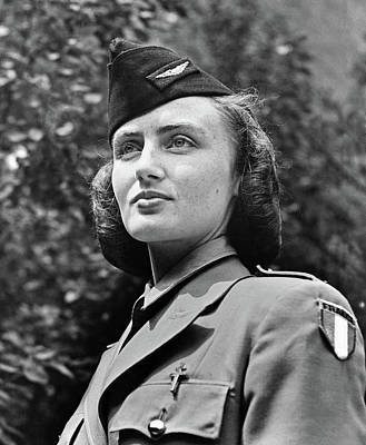 French Servicewoman, C1940 Poster