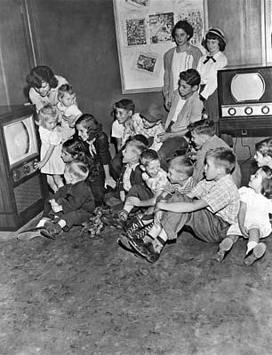 Kids At A Muntz Tv Showroom Poster by Underwood Archives