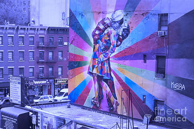 Kissing In Nyc Poster