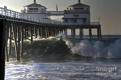 Large Wave At Malibu Pier Poster