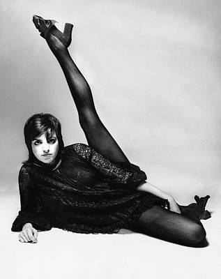 Liza Minnelli With Her Leg Raised Poster by Bert Stern