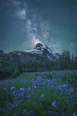 Milky Way Above Mt. Jefferson Poster