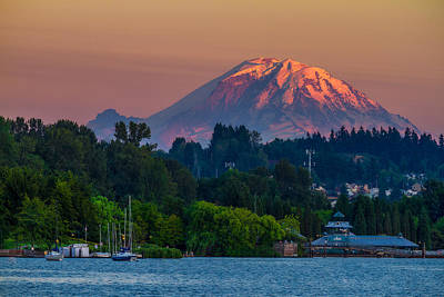 Mt Rainier Sunset At The Lake  Poster