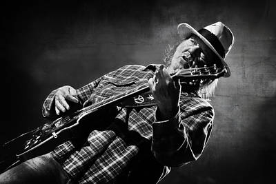 Neil Young On Guitar In Black And White  Poster