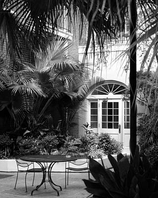 New Orleans Courtyard In Black And White Poster