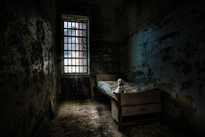 Old Room - Abandoned Places - Room With A Bed Poster by Gary Heller