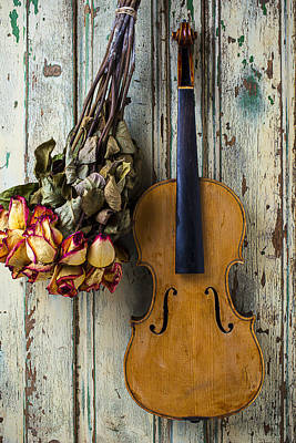 Old Violin And Dried Roses Poster by Garry Gay