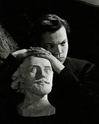Orson Welles Resting On A Sculpture Poster