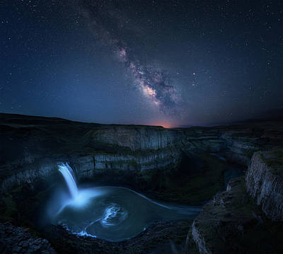 Palouse Waterfall And The Milky Way Poster