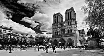 Poster featuring the photograph Parvis Notre Dame / Paris by Barry O Carroll