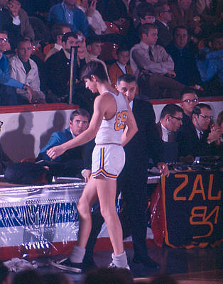 Pete Maravich Going To Sidelines Poster