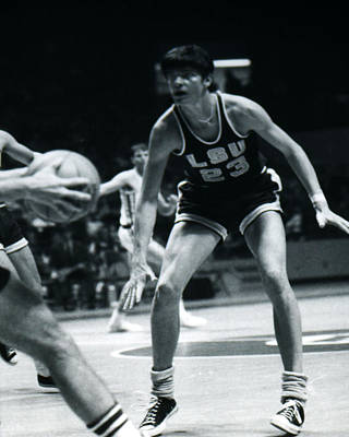 Pete Maravich Playing Defense Poster