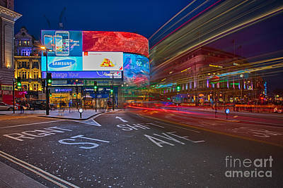 Piccadilly Circus Poster by Pete Reynolds