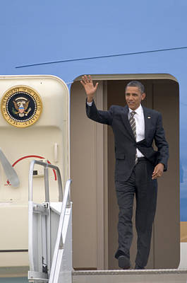 President Barack Obama Disembarks From Air Force One Poster