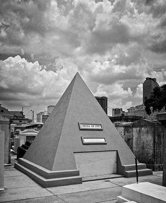Pyramid Of Saint Louis Cemetery In Black And White Poster