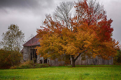 Rainbow Of Color In Front Of Nh Barn Poster by Jeff Folger