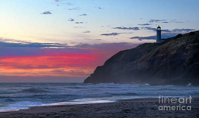 Red Sky At North Head Lighthouse Poster by Robert Bales