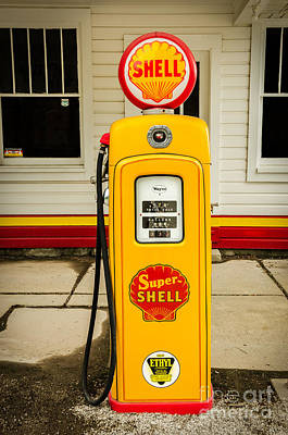 Restored Shell Pump On Route 66 Poster by Sue Smith