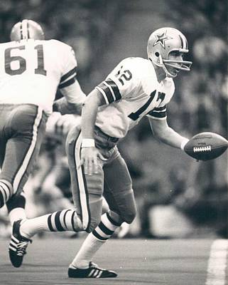 Roger Staubach Passing The Ball Poster by Gianfranco Weiss