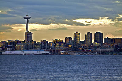 Seattle Skyline In Twilight Poster