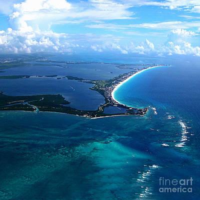 Shoreline-cancun Poster