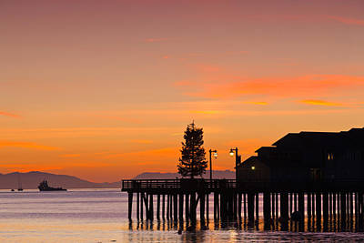 Silhouette Of A Pier, Stearns Wharf Poster