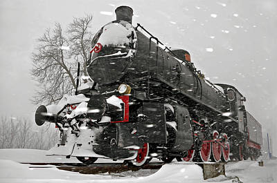Poster featuring the photograph Snowsteam by Graham Hawcroft pixsellpix
