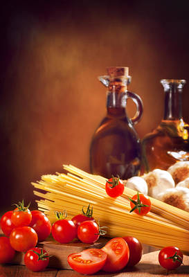 Spaghetti Pasta With Tomatoes And Garlic Poster by Amanda Elwell