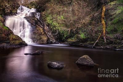 Spectacle E'e Waterfall Poster by John Farnan