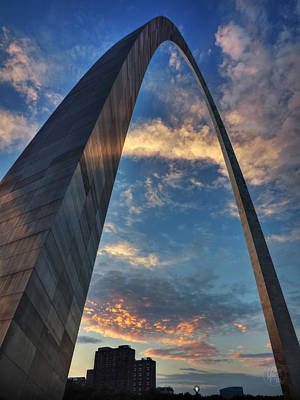 Sunset Under The Gateway Arch 001 Poster by Lance Vaughn