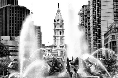 Swann Fountain Philadelphia Pa In Black And White Poster by Bill Cannon
