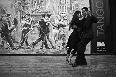 Tango Dancers In Buenos Aires Poster
