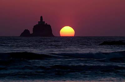 The Sunset At Tillamook Rock Lighthouse Poster by Robert L. Potts