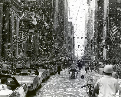 Ticker Tape Parade In Chicago For The Apollo 11 Astronauts  Poster