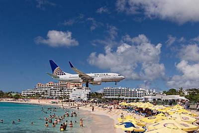 United Low Approach St Maarten Poster