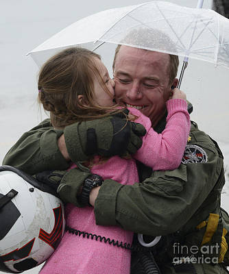 U.s. Aviator Hugs His Daughter Poster