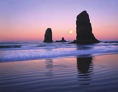 Usa, Oregon, Cannon Beach, Moonset Poster