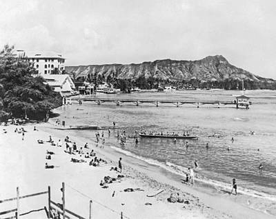 Waikiki Beach And Diamond Head Poster by Underwood Archives
