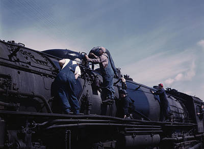 Women Cleaning One Of The Giant H Class Poster