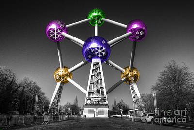 Xmas Atomium  Poster by Rob Hawkins