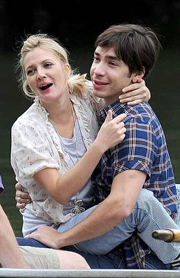 Drew Barrymore, Justin Long On Location Poster by Everett